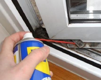 смазка фурнитуры окна